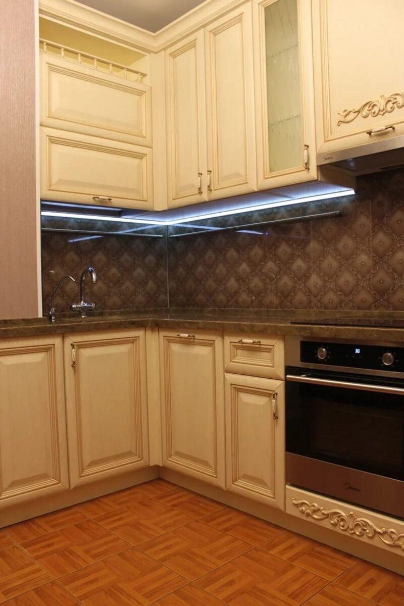 Изысканная угловая кухня в классическом стиле