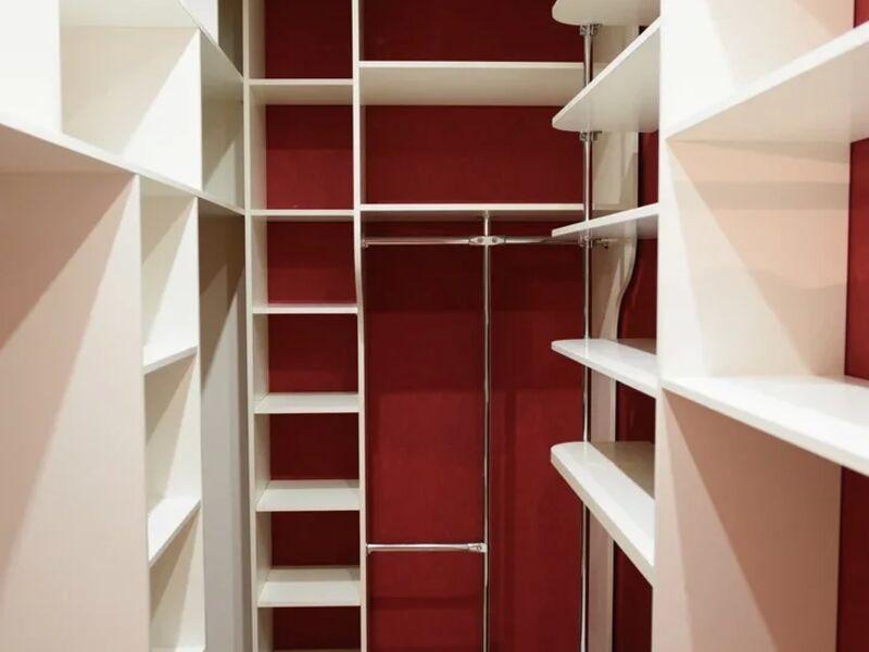 Красная гардеробная