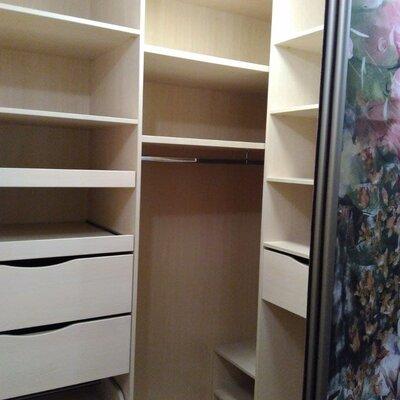 Угловой шкаф купе с рисунком