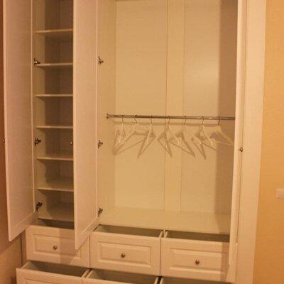 Шкаф с дверками