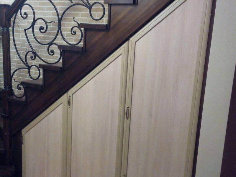 Мансардный шкаф под лестницей