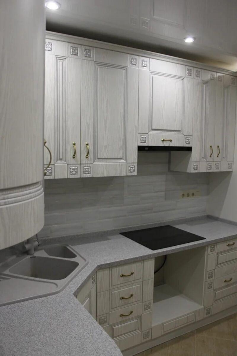 Угловая современная кухня в квартиру